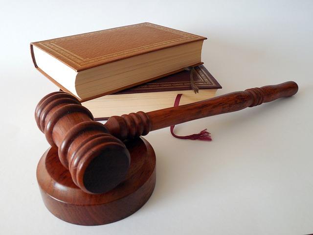 """Czym cechuje się """"darmowa pomoc prawników""""?"""