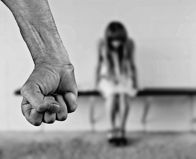 Nie musisz być sam – pomoc czeka na osoby doświadczające przemocy w rodzinie
